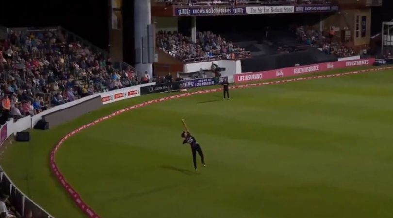 Max Waller grabs exceptional one-handed catch to dismiss AB de Villiers